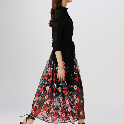 Skirt in mesh with flowers embroideries : Gonne e shorts colore Nero