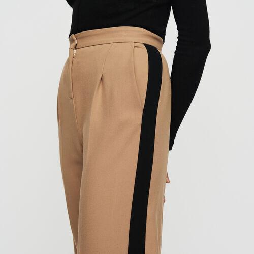 Pantalone con pinces e bande a contrasto : Pantaloni colore Cammello