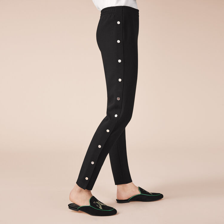 Pantaloni in crêpe con bottoni : Pantaloni colore Nero