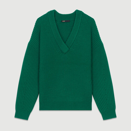 Long-sleeved, V-neck sweater : Maglieria colore Verde