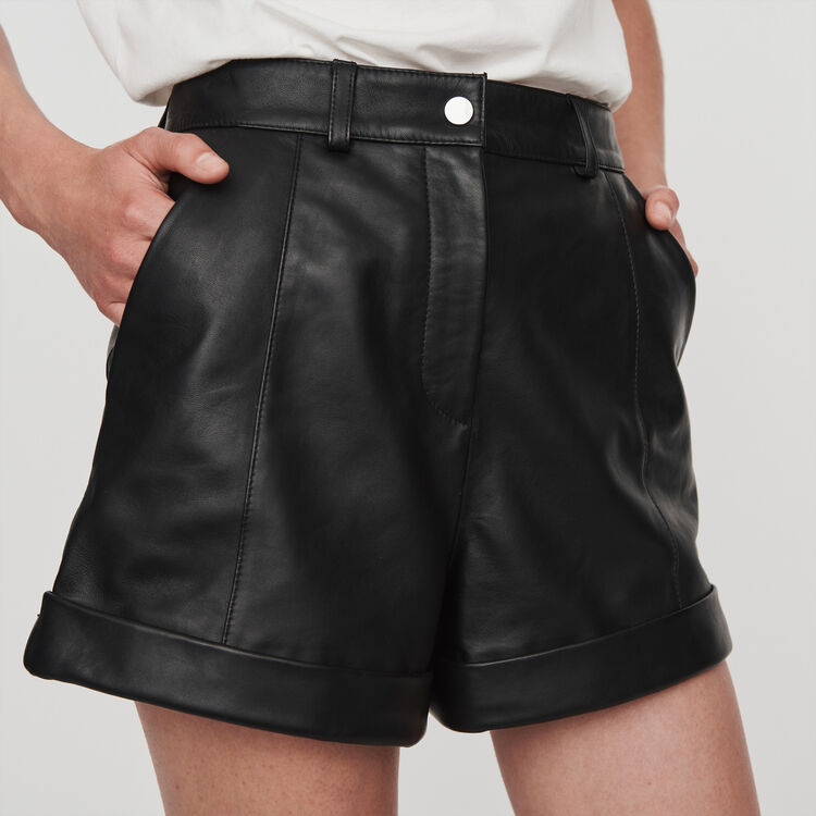 Short in pelle con revers e impunture : Gonne e shorts colore Nero