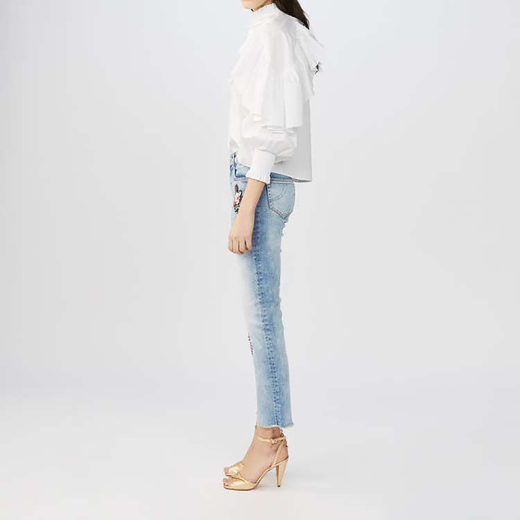 Jeans svasati con ricami : Le denim colore Denim