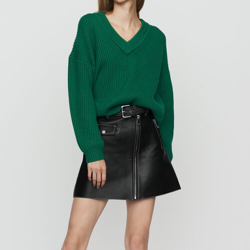 Long-sleeved, V-neck sweater : Maglieria colore Nero